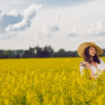 Outfit: Yellow Field.